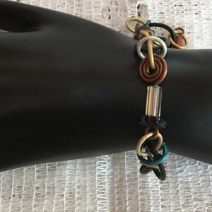 Brown tones stretch bracelet.